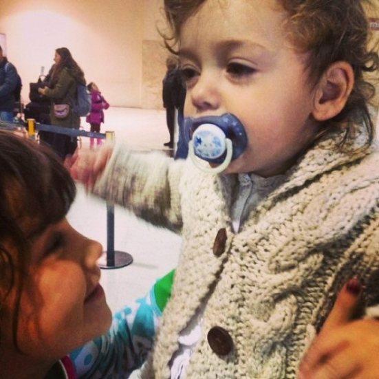 Primera abraçada amb la seva germana Maitena.