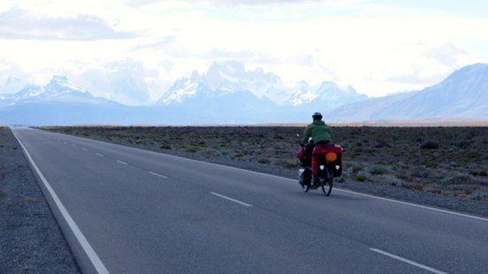 Camí de El Chalten, amb vistes sobre Cerro Torre i Fitz Roy (Argentina)